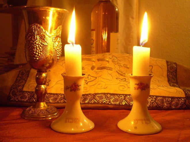 1024px-Shabbat_Candles